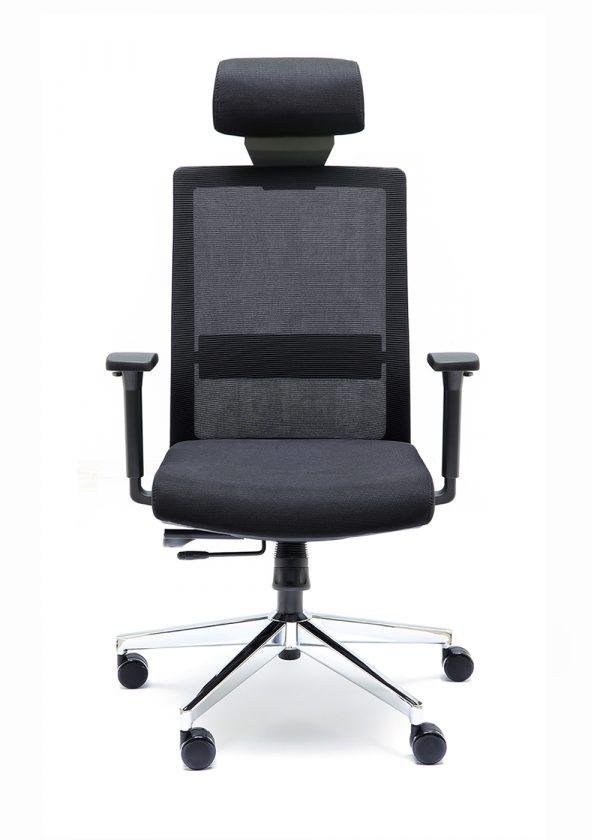 Sillas NIZA B CB con cabecero respaldo negro asiento tapizado en color negro apoyo lumbar base cromada elevacion