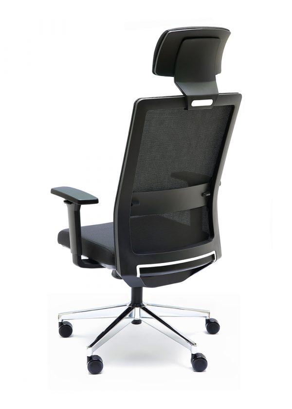 Silla NIZA B CB con cabecero respaldo negro asiento tapizado en color negro apoyo lumbar
